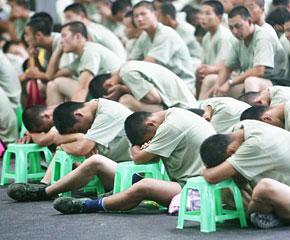 高清图:国庆排练 幕后那些可爱的人(官兵篇)