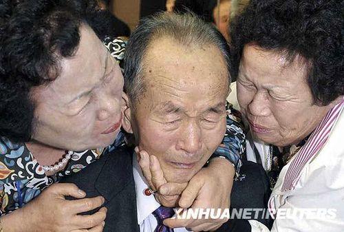 韩国百岁妇女重会亲人_滚动新闻