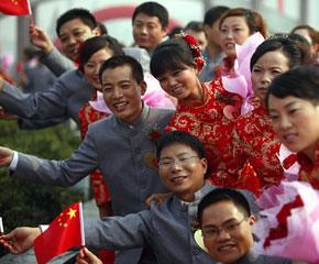 高清图:扬州60对新人举行集体婚礼共迎国庆