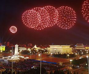 高清图:国庆联欢晚会焰火表演彩排