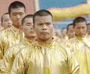高清图:国庆联欢晚会排练场上的帅哥们
