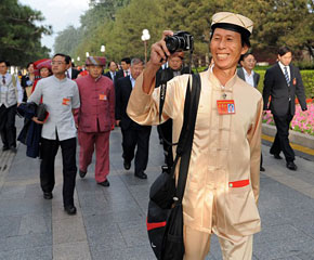 高清图:各界代表陆续前往国庆庆典观礼台
