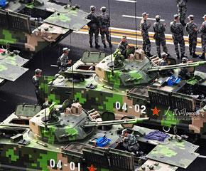 高清图:战车方阵整装待发