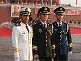 组图:军乐队队员在天安门前合影