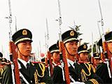 组图:国旗护卫队在天安门广场练习