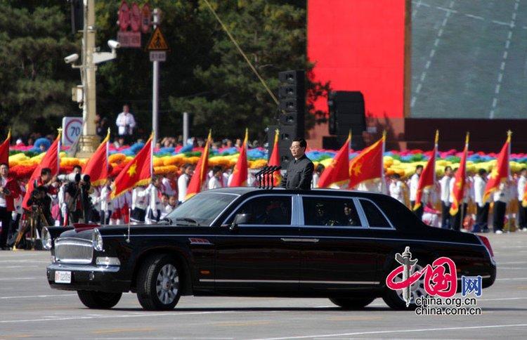 胡锦涛总书记检阅阅兵方阵。中国网 杨佳/摄影