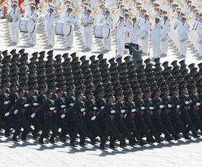 高清图:陆军学员方队接受检阅