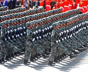 高清图:步兵方队通过天安门广场
