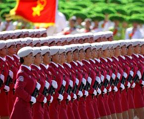 高清图:女民兵方队接受检阅
