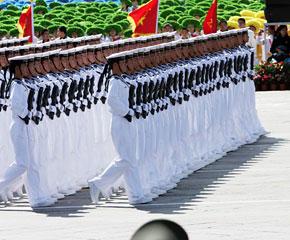 高清图:水兵方队通过天安门广场
