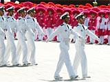 组图:徒步05海军学员方队