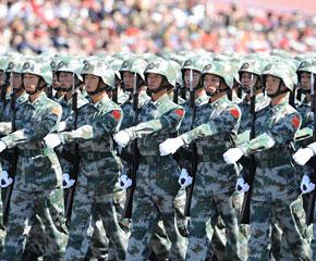高清图:预备役方队接受检阅