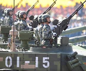 高清图:坦克第一方队接受检阅