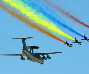 高清图:多机编队的领队梯队飞过天安门上空