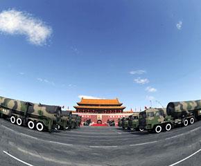 高清图:核导弹方队接受检阅