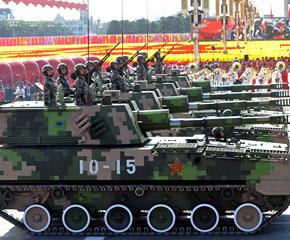 高清图:履带自行榴弹炮方队接受检阅