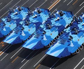 高清图:陆战队战车方队接受检阅