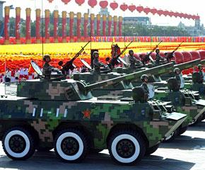 高清图:轮式自行迫榴炮方队接受检阅