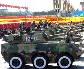 高清图:轮式自行突击炮方队在长安街行进