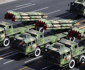 高清图:远程火箭炮方队接受检阅