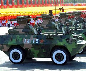 高清图:反坦克导弹方队经过天安门广场