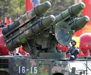高清图:防空导弹方队经过天安门广场