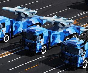 高清图:海军反舰导弹方队接受检阅