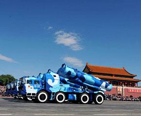 高清图:海军岸舰导弹方队通过天安门广场
