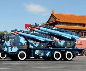 高清图:红-12地空导弹方队接受检阅
