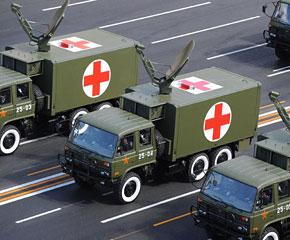 高清图:后勤装备方队接受检阅