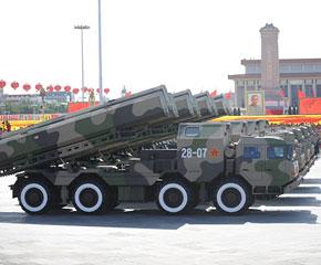 高清图:陆基巡航导弹方队通过天安门广场