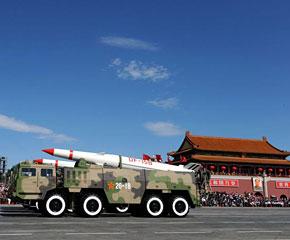 高清图:某新型常规导弹方队接受检阅