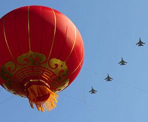 高清图:歼-11B战斗机飞过天安门广场上空