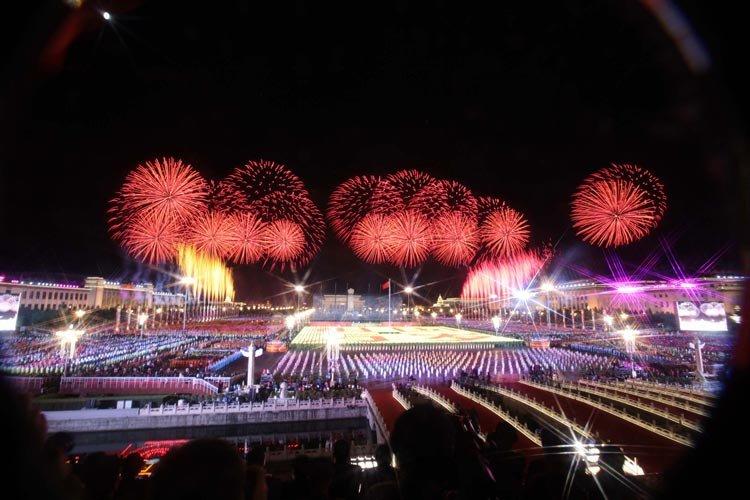 这是天安门广场上空的璀璨烟花