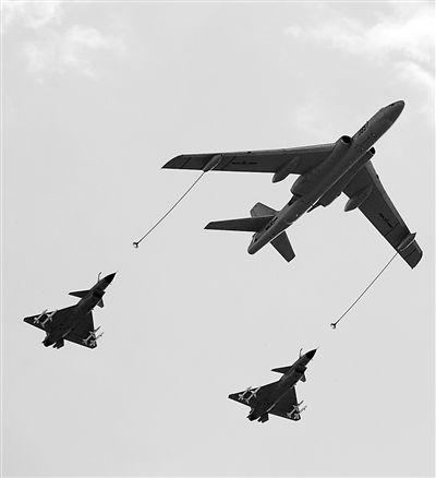 """空中加油机 :""""长空铁臂""""卫中华(图)"""