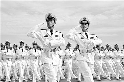 海军舰艇方队352人全是本科毕业(图)