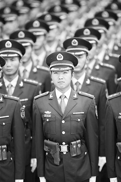 80后国防生军官首次亮相阅兵场(组图)