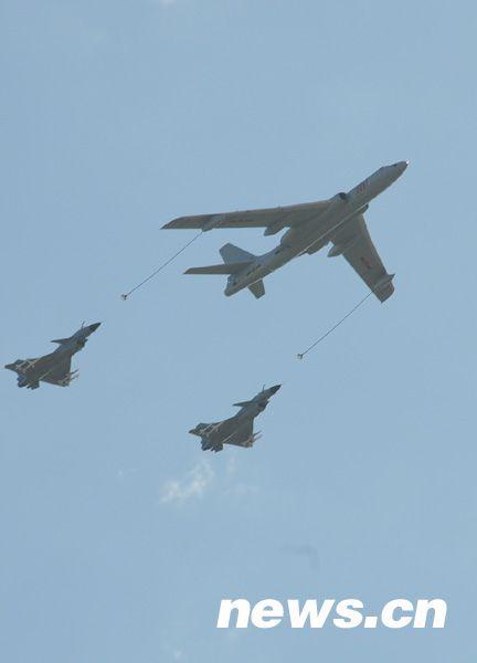 空中梯队——加受油机队形标准以厘米计