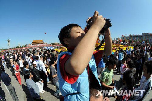 国庆期间北京天安门广场游客超过820万人次