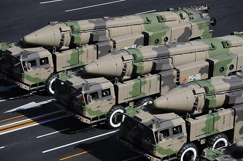美称解放军DF21导弹可一次性摧毁美军超级航母