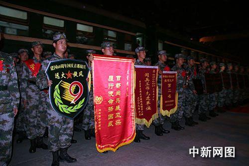 国庆六十周年受阅火箭炮方队凯旋