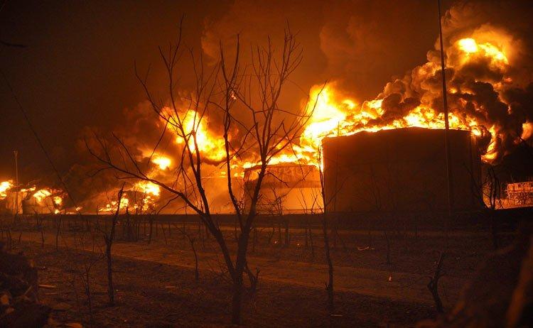 阿三石油太多没处用,烧着玩