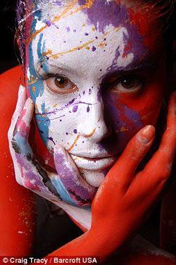 惟妙惟肖!美国艺术家创作出逼真的人体彩绘(组图)