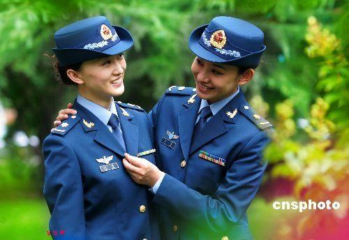 07式空军女军官春秋常服-八一飞行表演队 空军成立60周年图片