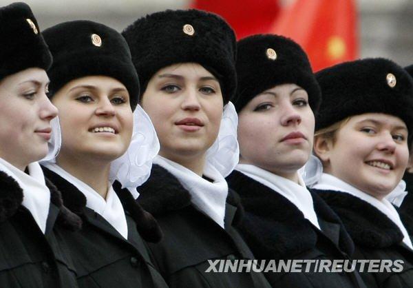 俄士兵着二战军服阅兵 纪念1941年红场阅兵式