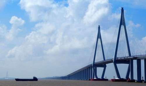 港珠澳大桥营运成本年均逾5亿 10年需大修1次