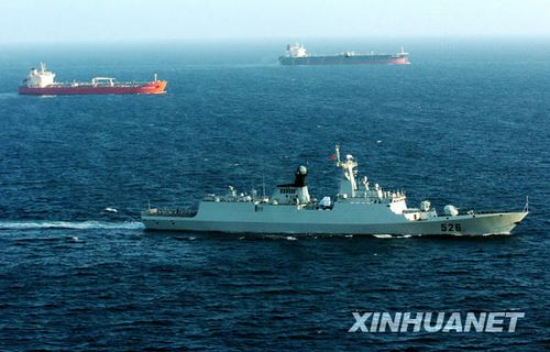 组图:中国海军两批护航编队共同护航