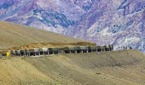 印度资深专家鼓吹瘫痪解放军向边境运兵能力