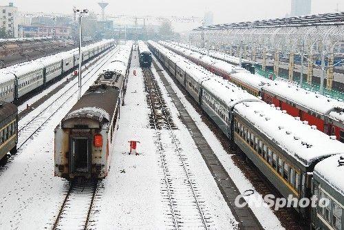 江西提前一个月降雪 多个北上长途班车停运