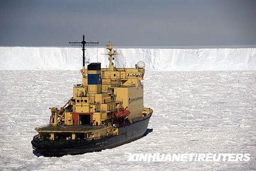 组图:俄罗斯破冰船因恶劣天气被困南极海域
